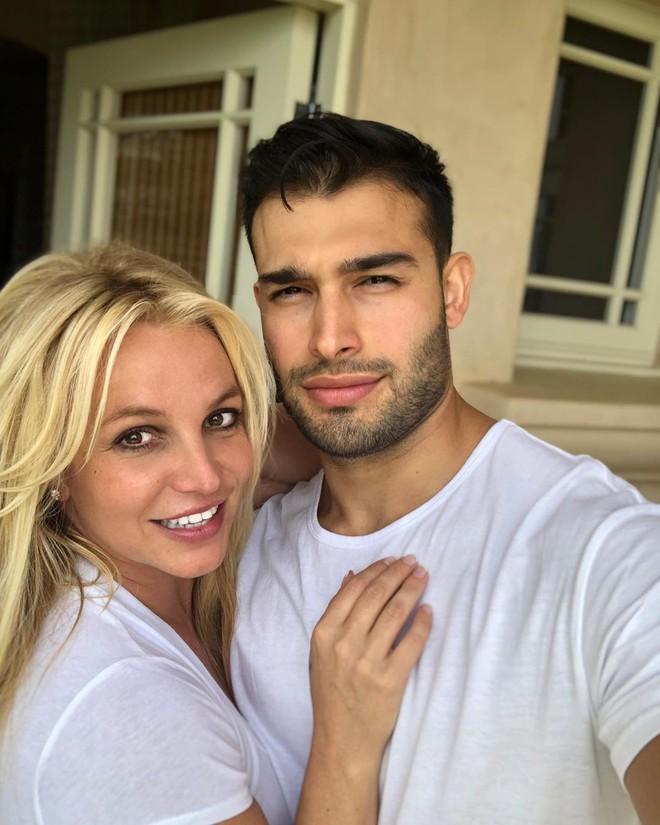 Lần đầu lộ diện sau tin đồn giải nghệ, Britney Spears lộ biểu cảm đáng chú ý bên bạn trai kém tận 12 tuổi - ảnh 3
