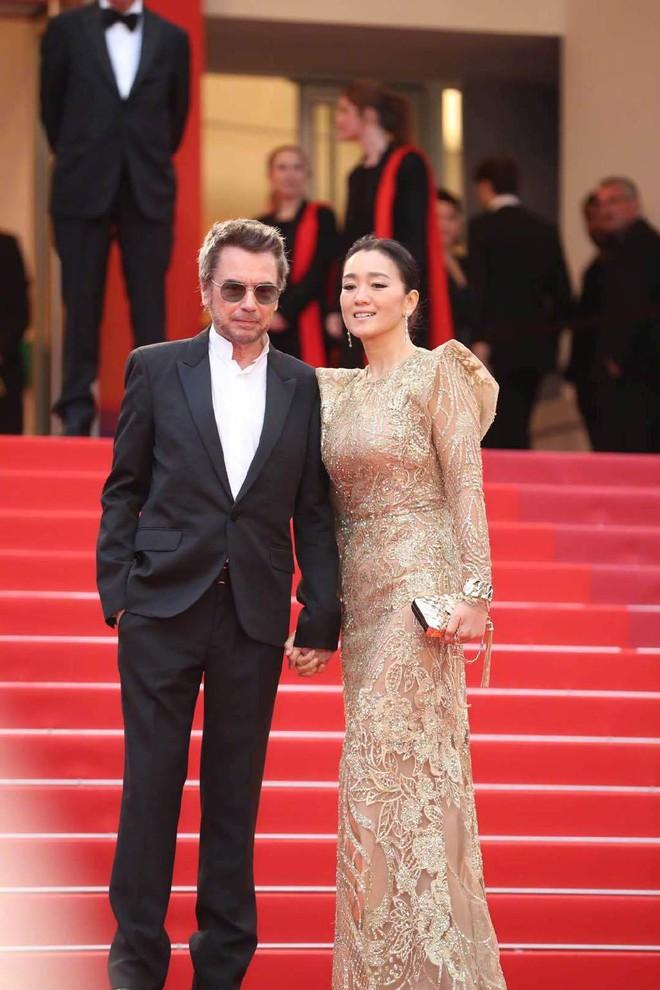 Ngày 4 Cannes: Bella Hadid diễn sâu hết cỡ bên Hoa hậu Thế giới trội nhất thảm đỏ, Thánh lố hoa lá hẹ xuất hiện - ảnh 30