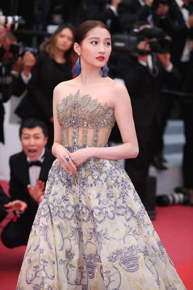 Ngày 4 Cannes: Bella Hadid diễn sâu hết cỡ bên Hoa hậu Thế giới trội nhất thảm đỏ, Thánh lố hoa lá hẹ xuất hiện - ảnh 34