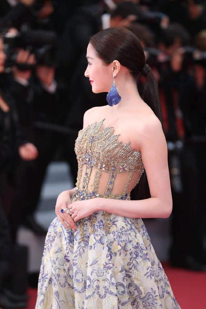 Ngày 4 Cannes: Bella Hadid diễn sâu hết cỡ bên Hoa hậu Thế giới trội nhất thảm đỏ, Thánh lố hoa lá hẹ xuất hiện - ảnh 35