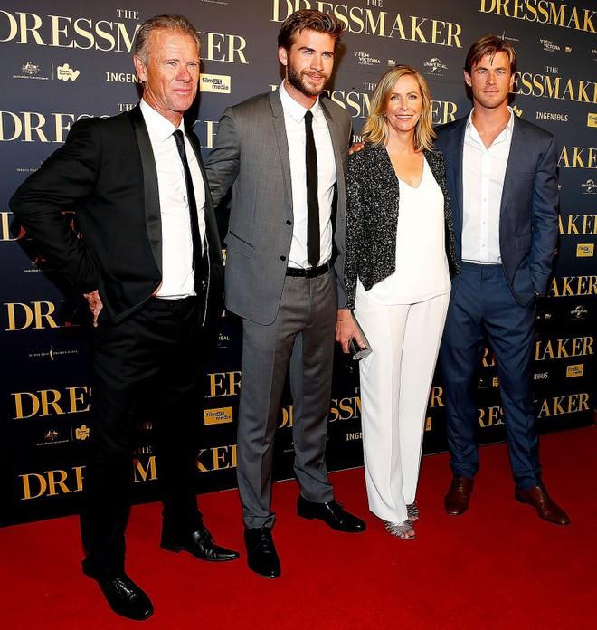 Thân hình bố của Thor Chris Hemsworth bất ngờ gây bão: Ai dè còn chuẩn hơn hàng Úc siêu hot của con trai - ảnh 5