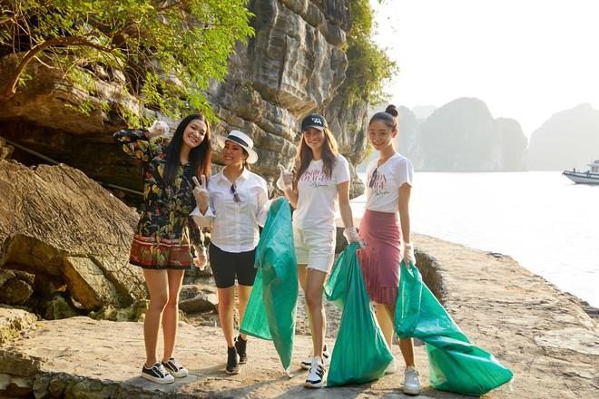 Minh Tú, Hoàng Thùy và dàn mỹ nhân Vbiz chung tay thu gom rác trên đảo hoang ở Vịnh Hạ Long - ảnh 6