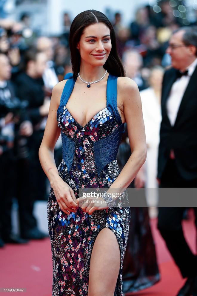 Ngày 4 Cannes: Bella Hadid diễn sâu hết cỡ bên Hoa hậu Thế giới trội nhất thảm đỏ, Thánh lố hoa lá hẹ xuất hiện - ảnh 27