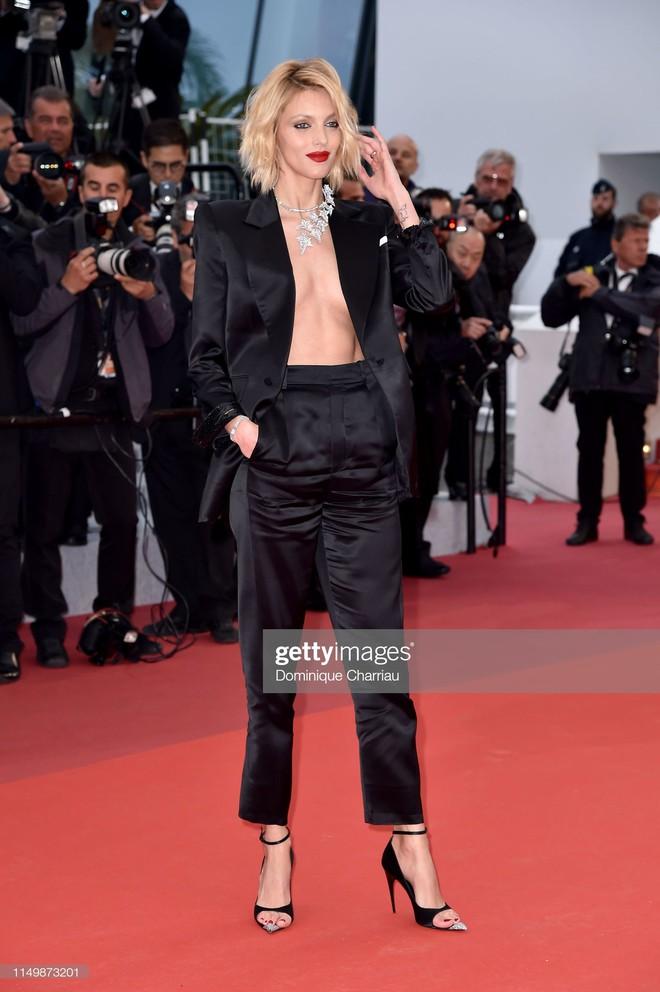 Ngày 4 Cannes: Bella Hadid diễn sâu hết cỡ bên Hoa hậu Thế giới trội nhất thảm đỏ, Thánh lố hoa lá hẹ xuất hiện - ảnh 41