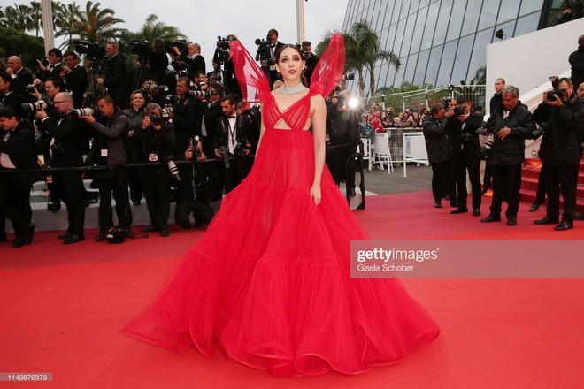 Ngày 4 Cannes: Bella Hadid diễn sâu hết cỡ bên Hoa hậu Thế giới trội nhất thảm đỏ, Thánh lố hoa lá hẹ xuất hiện - ảnh 17