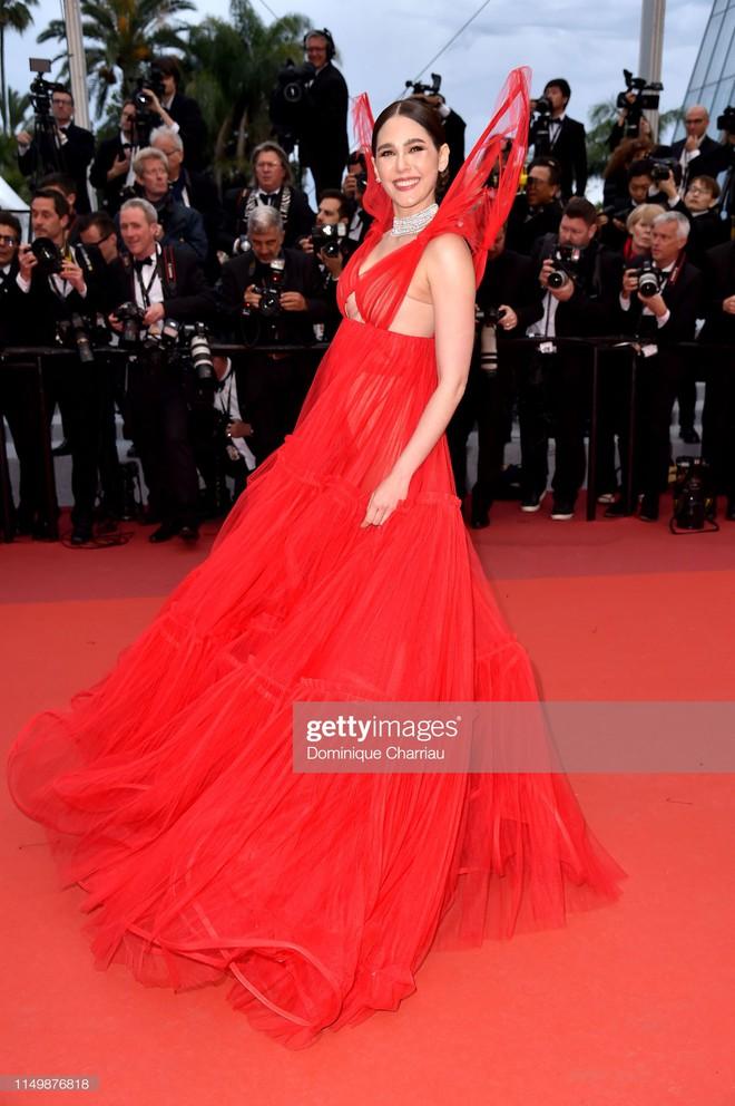 Ngày 4 Cannes: Bella Hadid diễn sâu hết cỡ bên Hoa hậu Thế giới trội nhất thảm đỏ, Thánh lố hoa lá hẹ xuất hiện - ảnh 18