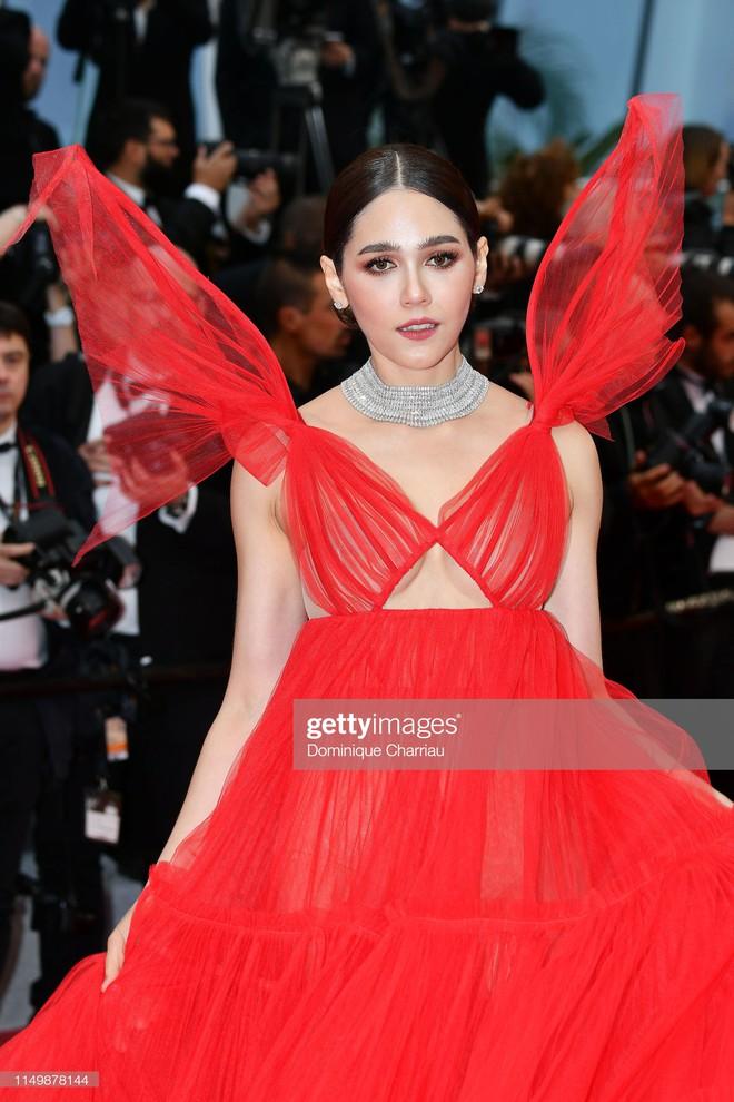 Ngày 4 Cannes: Bella Hadid diễn sâu hết cỡ bên Hoa hậu Thế giới trội nhất thảm đỏ, Thánh lố hoa lá hẹ xuất hiện - ảnh 19