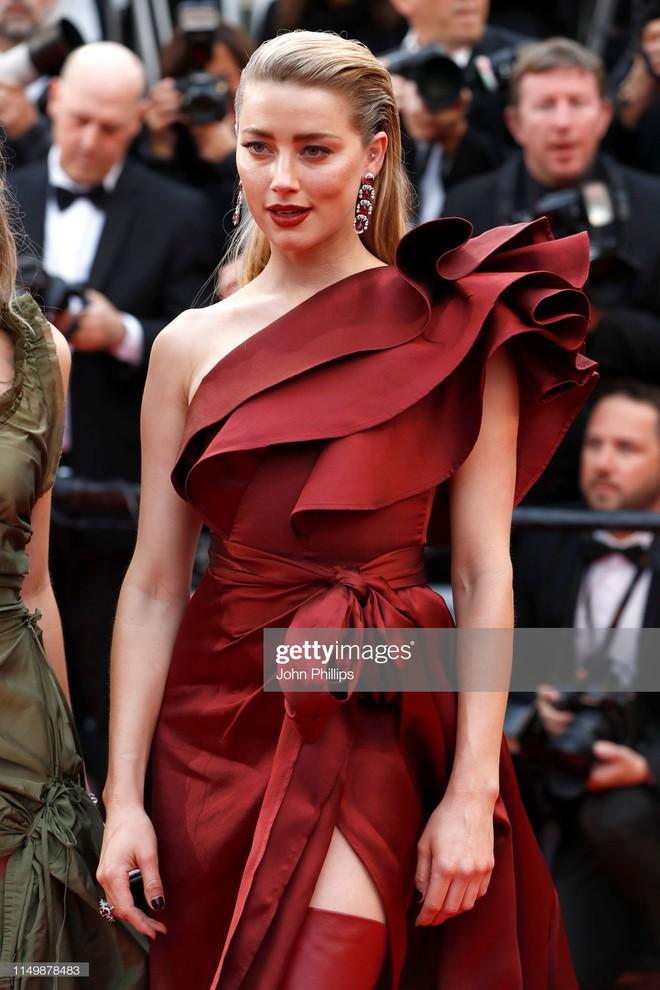 Ngày 4 Cannes: Bella Hadid diễn sâu hết cỡ bên Hoa hậu Thế giới trội nhất thảm đỏ, Thánh lố hoa lá hẹ xuất hiện - ảnh 28