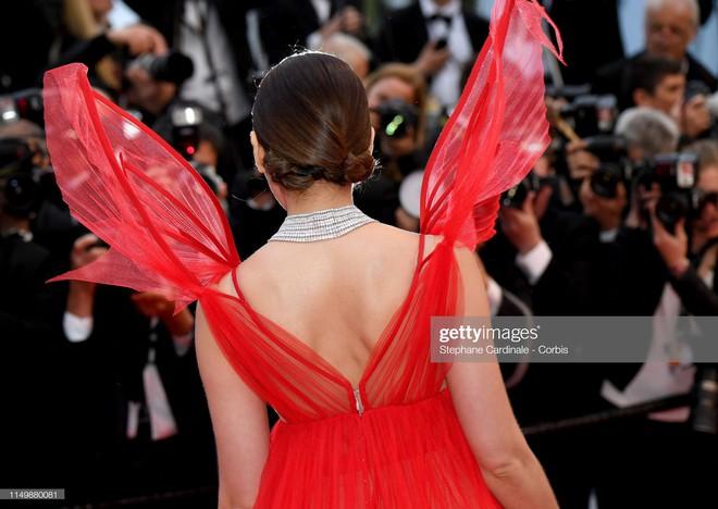 Ngày 4 Cannes: Bella Hadid diễn sâu hết cỡ bên Hoa hậu Thế giới trội nhất thảm đỏ, Thánh lố hoa lá hẹ xuất hiện - ảnh 20