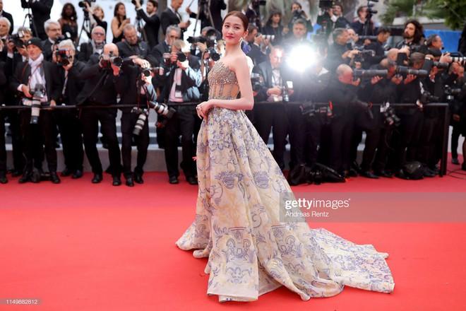 Ngày 4 Cannes: Bella Hadid diễn sâu hết cỡ bên Hoa hậu Thế giới trội nhất thảm đỏ, Thánh lố hoa lá hẹ xuất hiện - ảnh 36