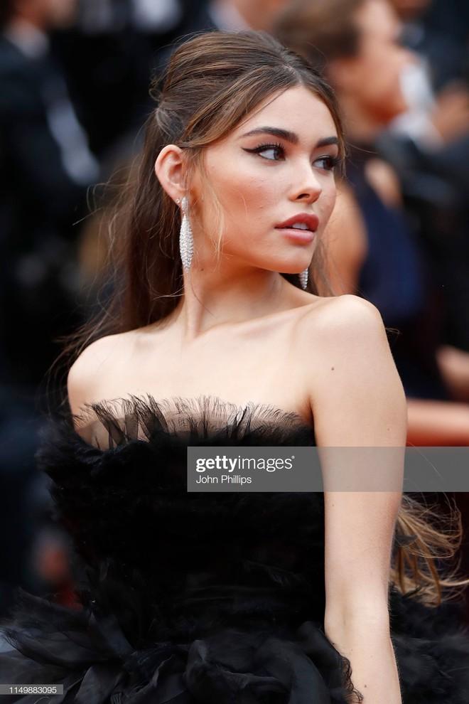 Ngày 4 Cannes: Bella Hadid diễn sâu hết cỡ bên Hoa hậu Thế giới trội nhất thảm đỏ, Thánh lố hoa lá hẹ xuất hiện - ảnh 10