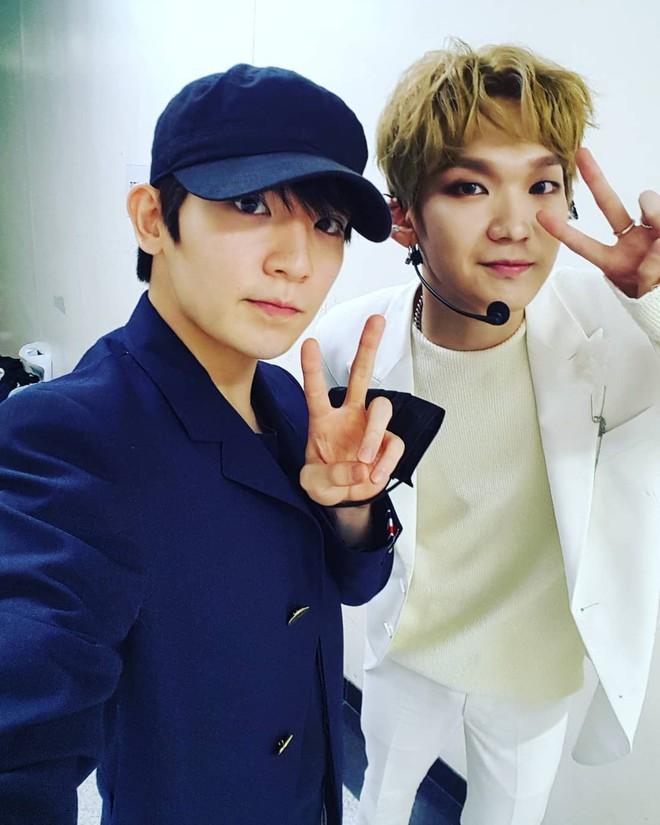 Hội fanboy và fangirl Kpop thành công nhất hệ mặt trời: Cuối cùng cũng được trở thành đồng nghiệp với idol! - Ảnh 12.