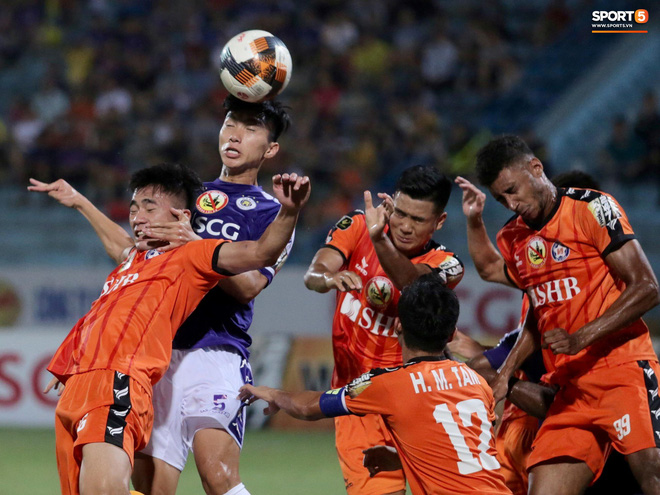 Tiến Dũng bắt bài sai hướng, phải trả giá trong lần đầu bắt chính cho Hà Nội FC - Ảnh 7.