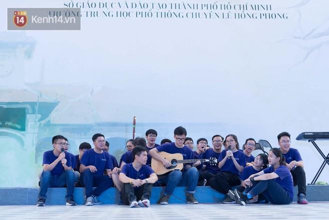 Đêm ra trường chuyên Lê Hồng Phong: Còn hơn những giọt nước mắt chính là cùng cười, cùng vui bên nhau đêm cuối - ảnh 6