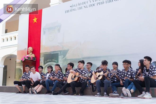 Đêm ra trường chuyên Lê Hồng Phong: Còn hơn những giọt nước mắt chính là cùng cười, cùng vui bên nhau đêm cuối - ảnh 5
