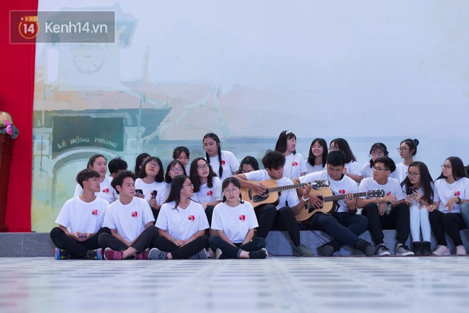Đêm ra trường chuyên Lê Hồng Phong: Còn hơn những giọt nước mắt chính là cùng cười, cùng vui bên nhau đêm cuối - ảnh 4