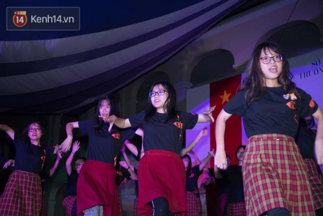 Đêm ra trường chuyên Lê Hồng Phong: Còn hơn những giọt nước mắt chính là cùng cười, cùng vui bên nhau đêm cuối - ảnh 8