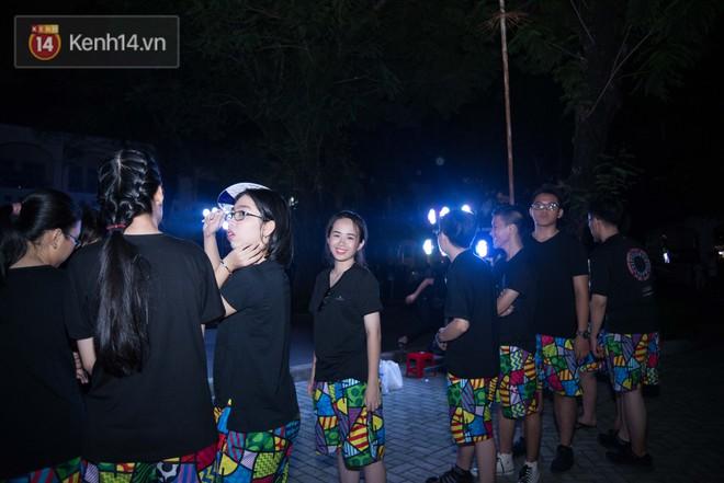 Đêm ra trường chuyên Lê Hồng Phong: Còn hơn những giọt nước mắt chính là cùng cười, cùng vui bên nhau đêm cuối - ảnh 12