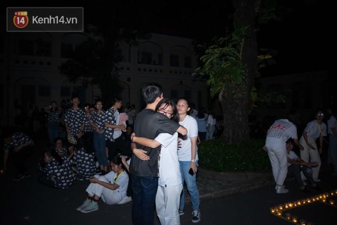 Đêm ra trường chuyên Lê Hồng Phong: Còn hơn những giọt nước mắt chính là cùng cười, cùng vui bên nhau đêm cuối - ảnh 18