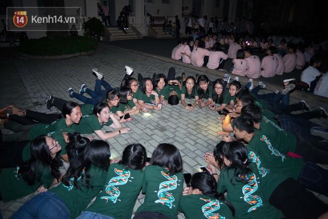 Đêm ra trường chuyên Lê Hồng Phong: Còn hơn những giọt nước mắt chính là cùng cười, cùng vui bên nhau đêm cuối - ảnh 20