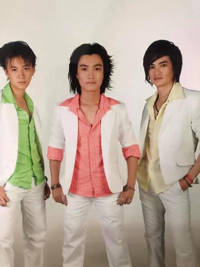 Cười té với tạo hình những nhóm nhạc nam có Ngô Kiến Huy, Khương Ngọc ngày xưa: Đến HKT cũng phải... chào thua - Ảnh 1.