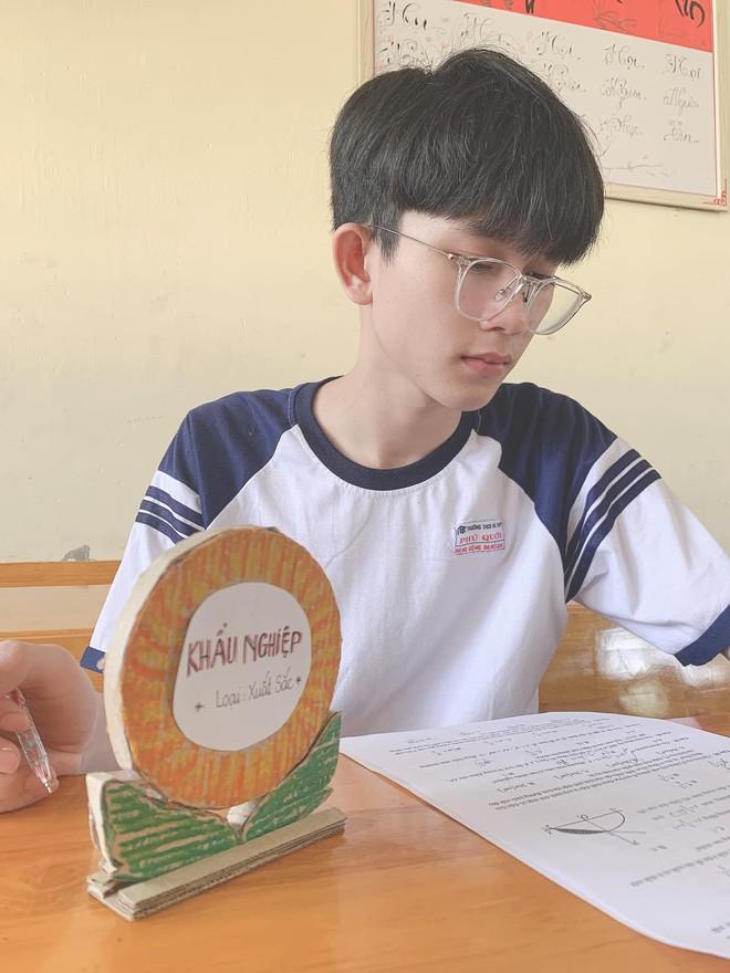 Nam sinh 2001 xinh xắn như idol Kpop, chiếm sóng MXH với chứng nhận khẩu nghiệp được bạn cùng lớp phong tặng - ảnh 1