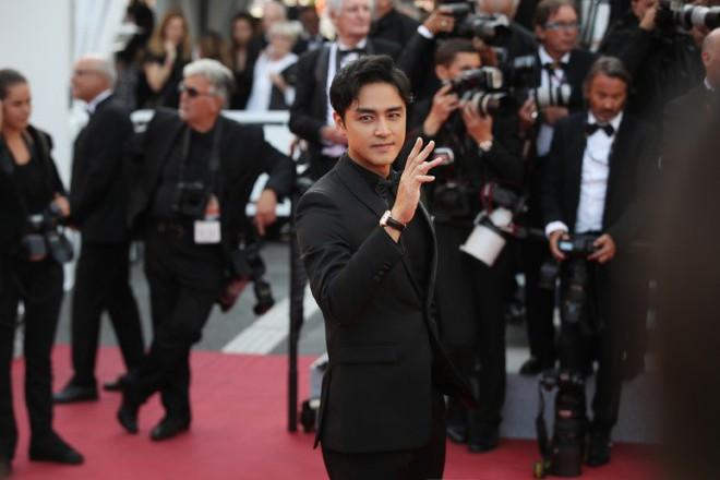 Xuất hiện trẻ trung tại Cannes, khán giả thắc mắc: Thời gian bỏ quên Hoàng tử ếch Minh Đạo mất rồi! - ảnh 3