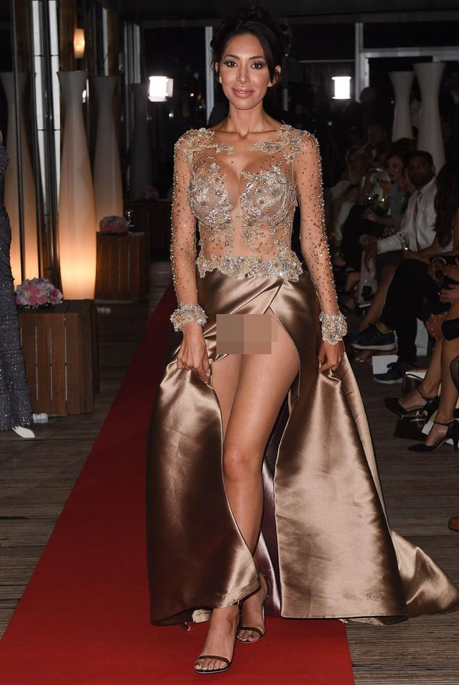 Nhìn lại tuyển tập trang phục trắc nết nhất Cannes, cuối cùng cũng tìm ra đối thủ xứng tầm với Ngọc Trinh - ảnh 13