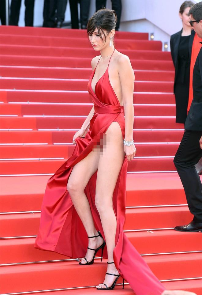 Nhìn lại tuyển tập trang phục trắc nết nhất Cannes, cuối cùng cũng tìm ra đối thủ xứng tầm với Ngọc Trinh - ảnh 7