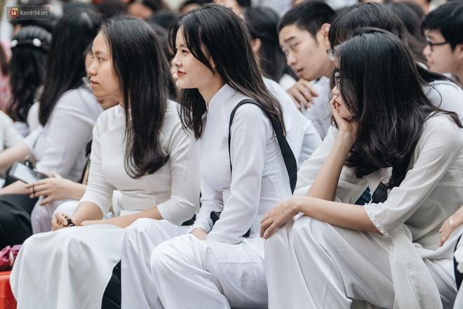 Mặc áo dài trắng đội mưa dự lễ bế giảng, dàn nữ sinh ngôi trường này gây thương nhớ vì quá xinh xắn - ảnh 6