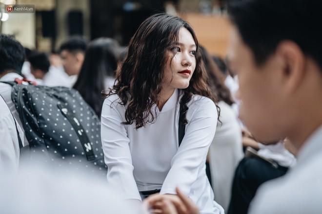 Mặc áo dài trắng đội mưa dự lễ bế giảng, dàn nữ sinh ngôi trường này gây thương nhớ vì quá xinh xắn - ảnh 10