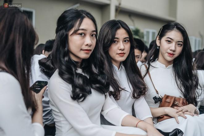 Mặc áo dài trắng đội mưa dự lễ bế giảng, dàn nữ sinh ngôi trường này gây thương nhớ vì quá xinh xắn - ảnh 3