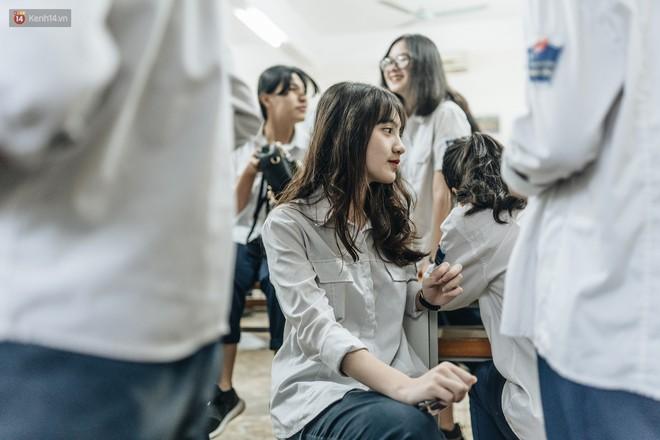 Mặc áo dài trắng đội mưa dự lễ bế giảng, dàn nữ sinh ngôi trường này gây thương nhớ vì quá xinh xắn - ảnh 11