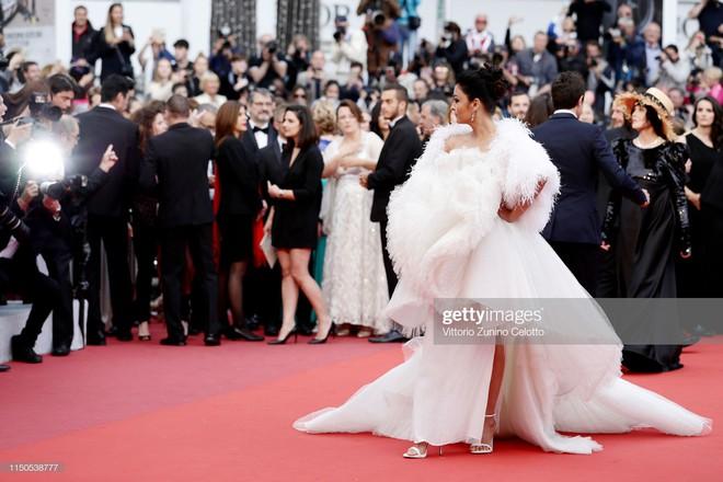 Cannes ngày 6: Chương Tử Di thần thái ngút ngàn, Hoa hậu đẹp nhất mọi thời đại đè bẹp loạt mỹ nhân Hollywood - Ảnh 8.