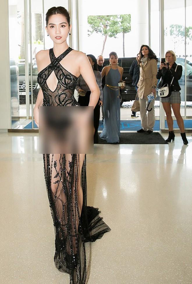 Nhìn lại tuyển tập trang phục trắc nết nhất Cannes, cuối cùng cũng tìm ra đối thủ xứng tầm với Ngọc Trinh - ảnh 3