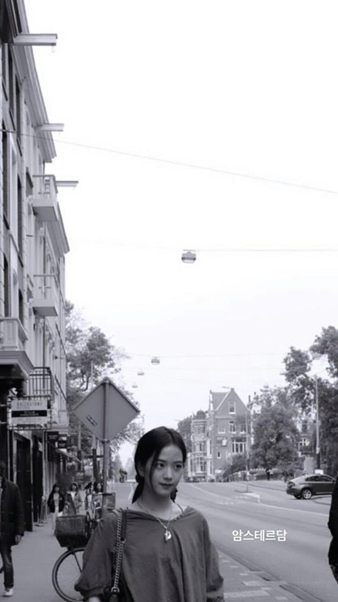 """Ơn giời, BLACKPINK cuối cùng cũng đã """"xả"""" một loạt hình ở châu Âu và """"mách nước"""" cho fan cực nhiều địa điểm đặc sắc để ghé rồi! - ảnh 36"""