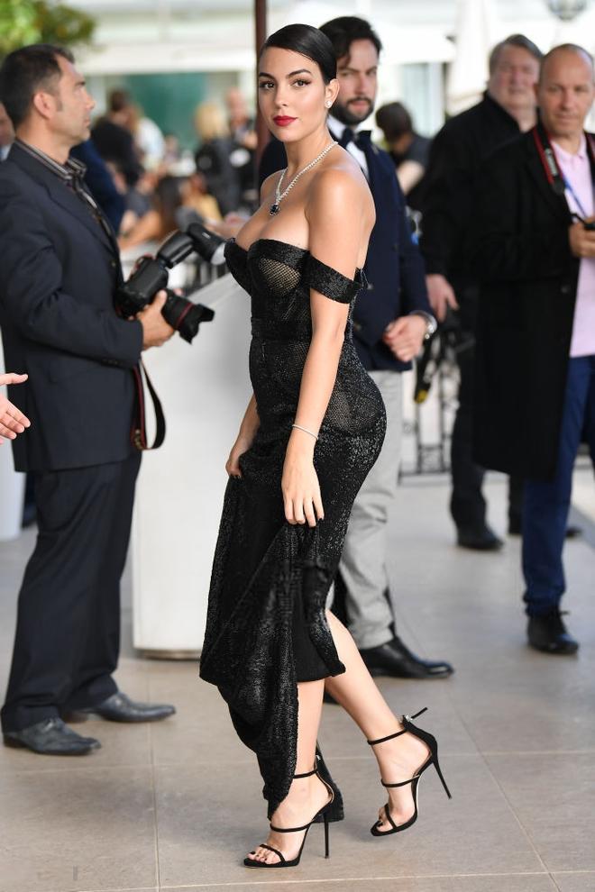 Chẳng cần hở bạo như Ngọc Trinh, bạn gái Ronaldo vẫn khiến fan phải phát cuồng, ná thở vì quá xinh đẹp và nóng bỏng khi xuất hiện ở Cannes - ảnh 6