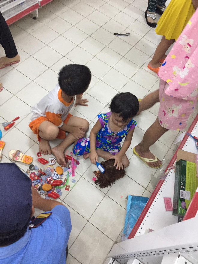 Sốc với cảnh tượng còn sót lại sau khi người dân săn đồ giảm giá 50% nhân dịp chuỗi siêu thị Auchan của Pháp rời khỏi Việt Nam - ảnh 8