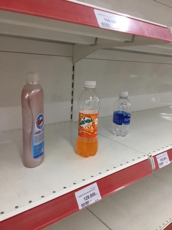 Sốc với cảnh tượng còn sót lại sau khi người dân săn đồ giảm giá 50% nhân dịp chuỗi siêu thị Auchan của Pháp rời khỏi Việt Nam - ảnh 6