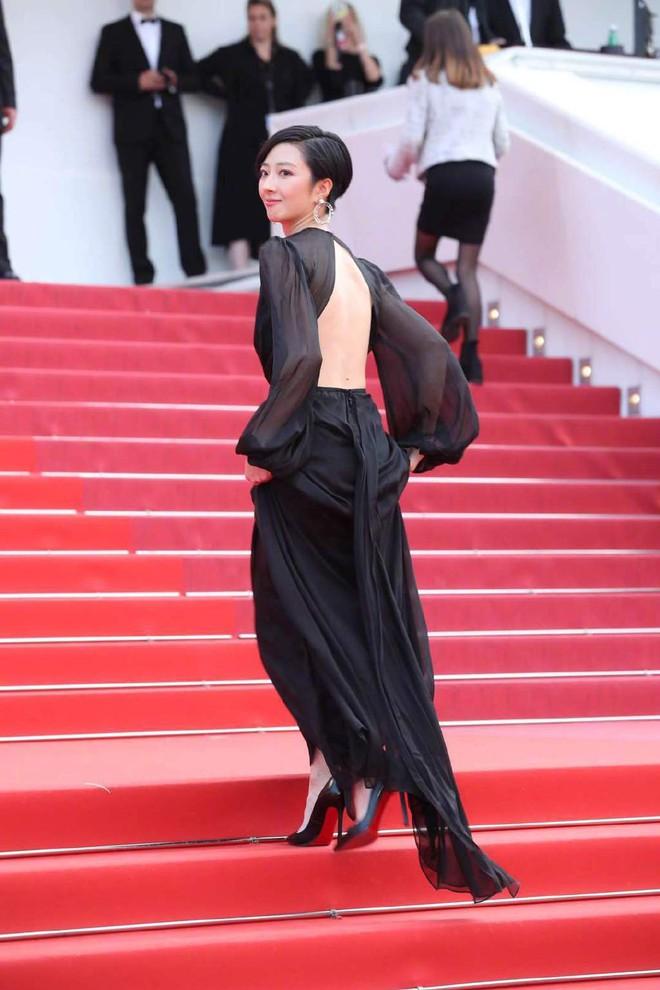 Thảm đỏ Cannes nóng lên từng phút: Brad Pitt - Leonardo lịch lãm ná thở, Chương Tử Di khoe vòng một giành spotlight - Ảnh 27.