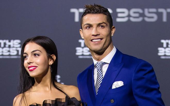 Chẳng cần hở bạo như Ngọc Trinh, bạn gái Ronaldo vẫn khiến fan phải phát cuồng, ná thở vì quá xinh đẹp và nóng bỏng khi xuất hiện ở Cannes - ảnh 7