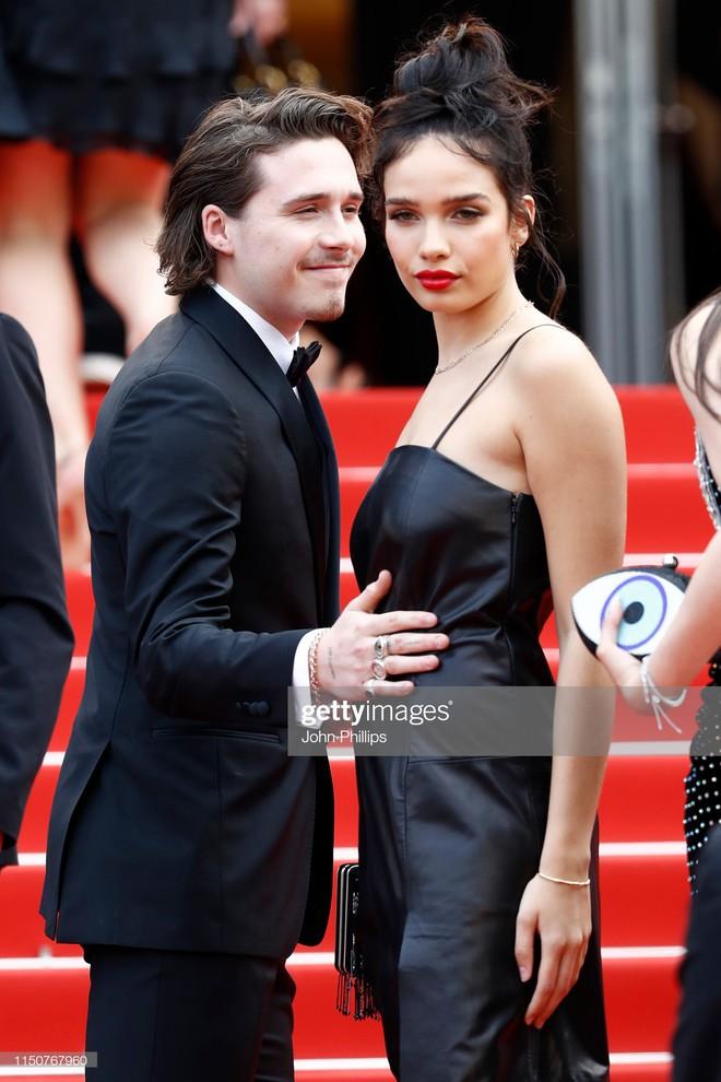Thảm đỏ Cannes nóng lên từng phút: Brad Pitt - Leonardo lịch lãm ná thở, Chương Tử Di khoe vòng một giành spotlight - Ảnh 10.