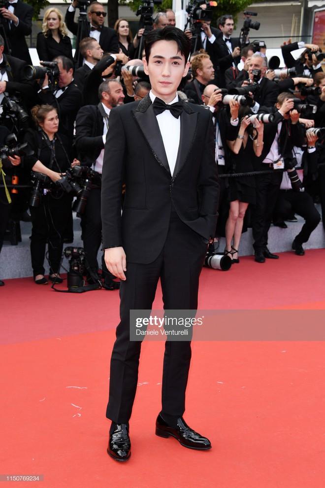 Thảm đỏ Cannes nóng lên từng phút: Brad Pitt - Leonardo lịch lãm ná thở, Chương Tử Di khoe vòng một giành spotlight - Ảnh 23.