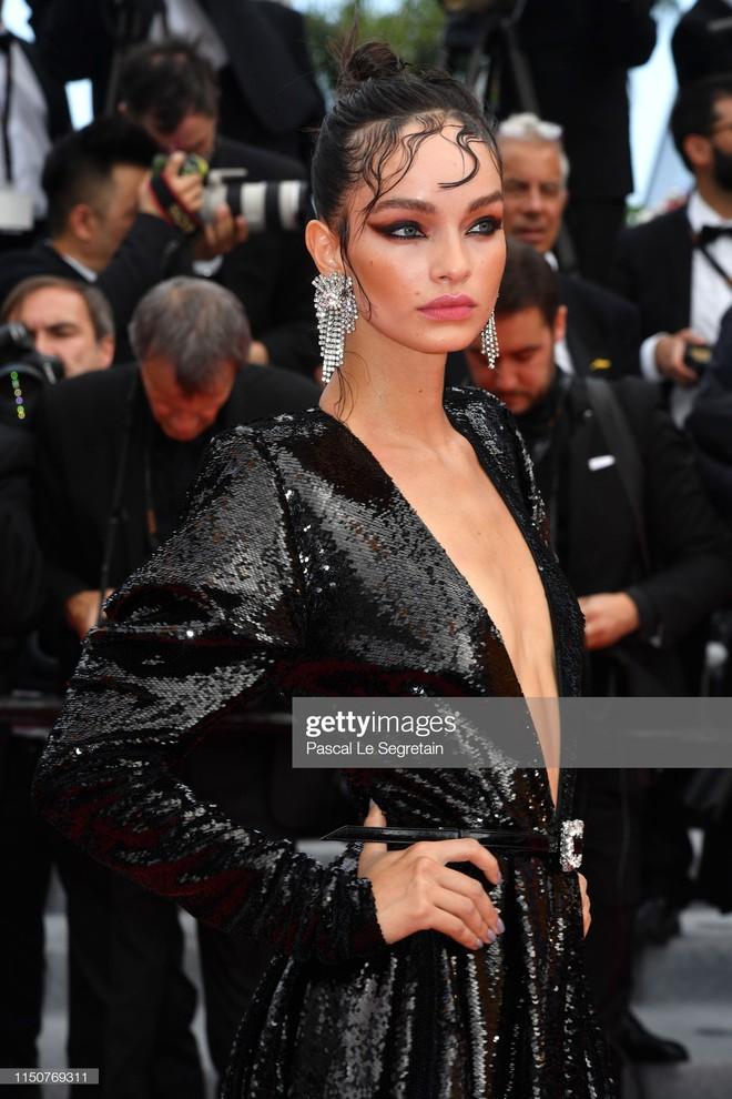 Thảm đỏ Cannes nóng lên từng phút: Brad Pitt - Leonardo lịch lãm ná thở, Chương Tử Di khoe vòng một giành spotlight - Ảnh 30.