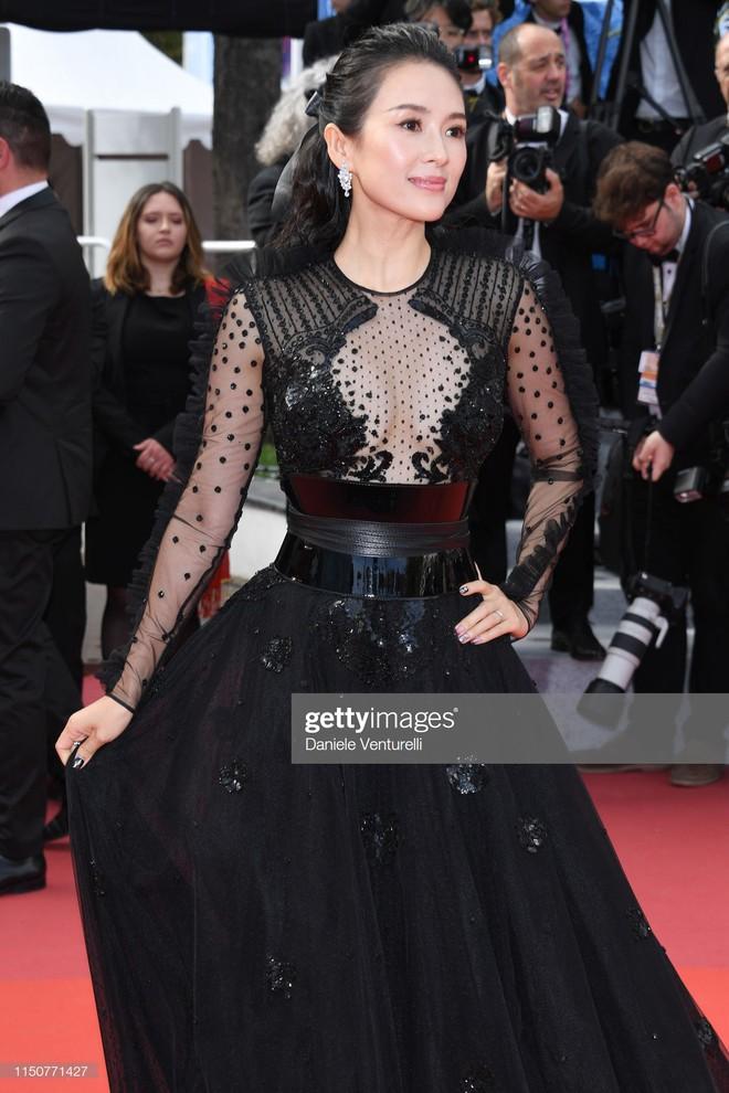 Thảm đỏ Cannes nóng lên từng phút: Brad Pitt - Leonardo lịch lãm ná thở, Chương Tử Di khoe vòng một giành spotlight - Ảnh 6.