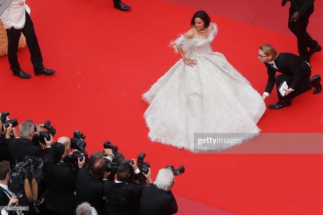 Thảm đỏ Cannes nóng lên từng phút: Brad Pitt - Leonardo lịch lãm ná thở, Chương Tử Di khoe vòng một giành spotlight - Ảnh 19.