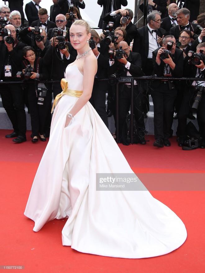 Thảm đỏ Cannes nóng lên từng phút: Brad Pitt - Leonardo lịch lãm ná thở, Chương Tử Di khoe vòng một giành spotlight - Ảnh 13.