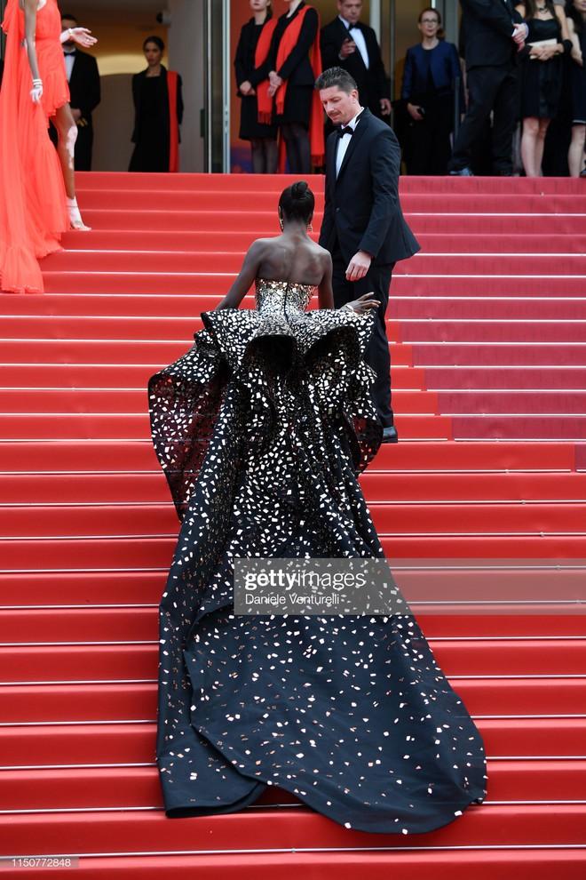 Thảm đỏ Cannes nóng lên từng phút: Brad Pitt - Leonardo lịch lãm ná thở, Chương Tử Di khoe vòng một giành spotlight - Ảnh 17.
