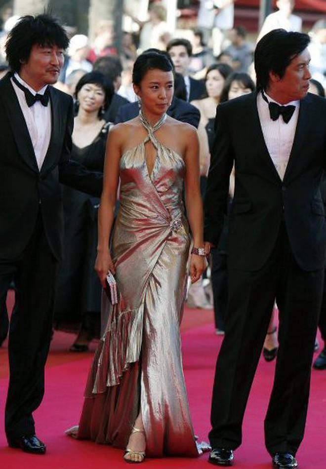Nữ minh tinh xứ Hàn lên thảm đỏ Cannes: Jeon Ji Hyun và mẹ Kim Tan gây choáng ngợp, nhưng sao nhí này mới đáng nể - ảnh 18