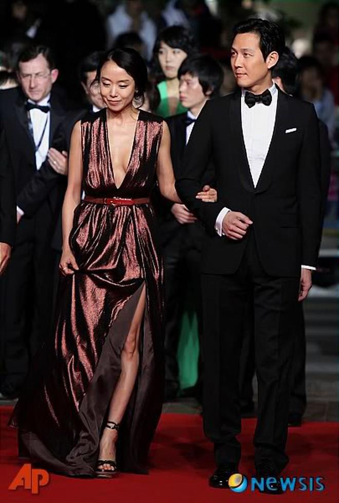 Nữ minh tinh xứ Hàn lên thảm đỏ Cannes: Jeon Ji Hyun và mẹ Kim Tan gây choáng ngợp, nhưng sao nhí này mới đáng nể - ảnh 16